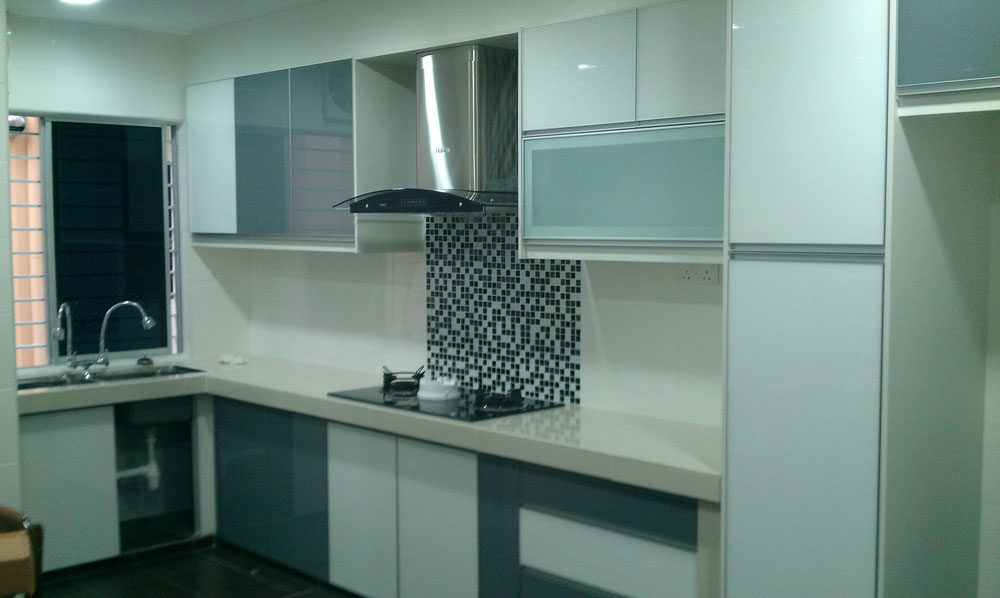 Small l shaped kitchen cabinet design afreakatheart for Kitchen decoration malaysia