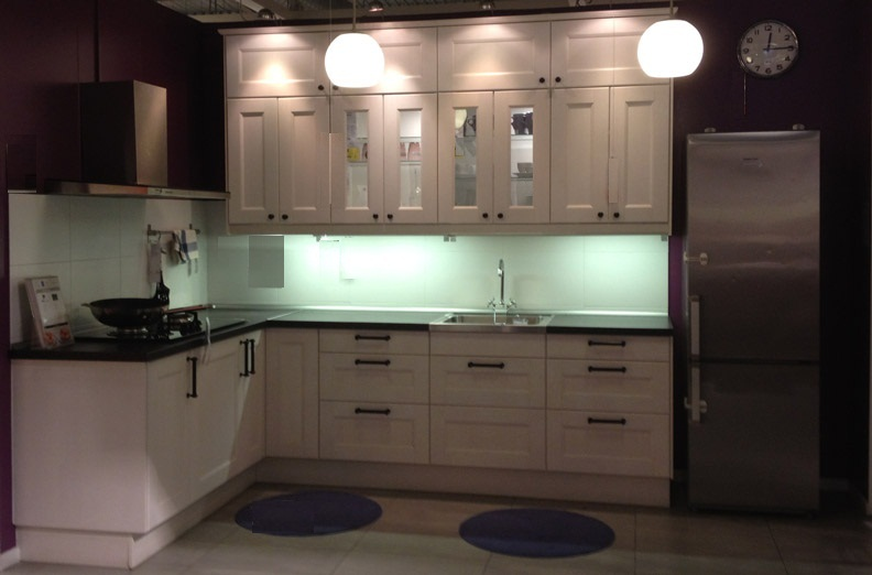 White Kitchen Cabinet with L-Shaped Kitchen Layout